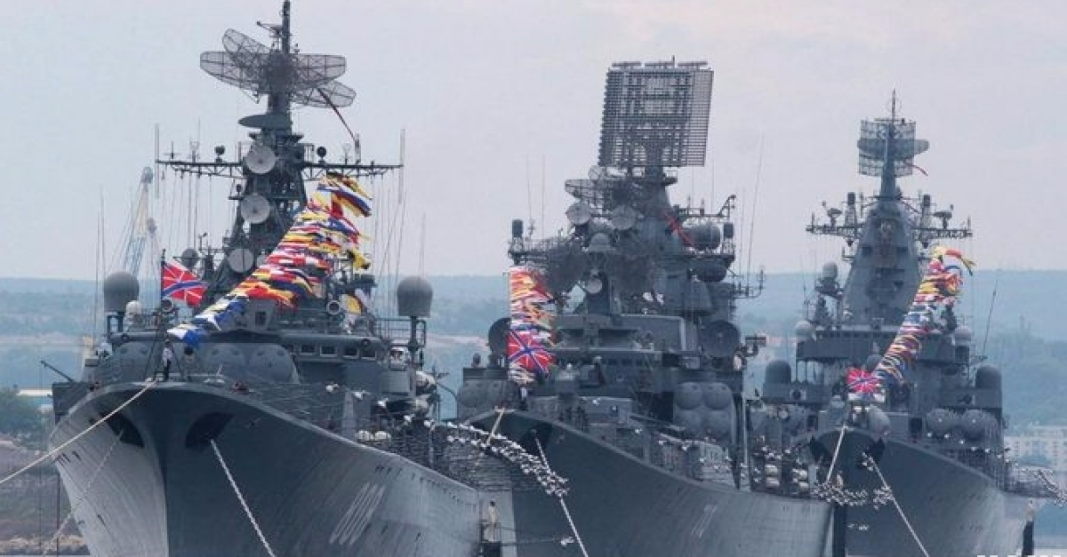 Парад в Севастополе посмотрели не менее 100 тысяч человек