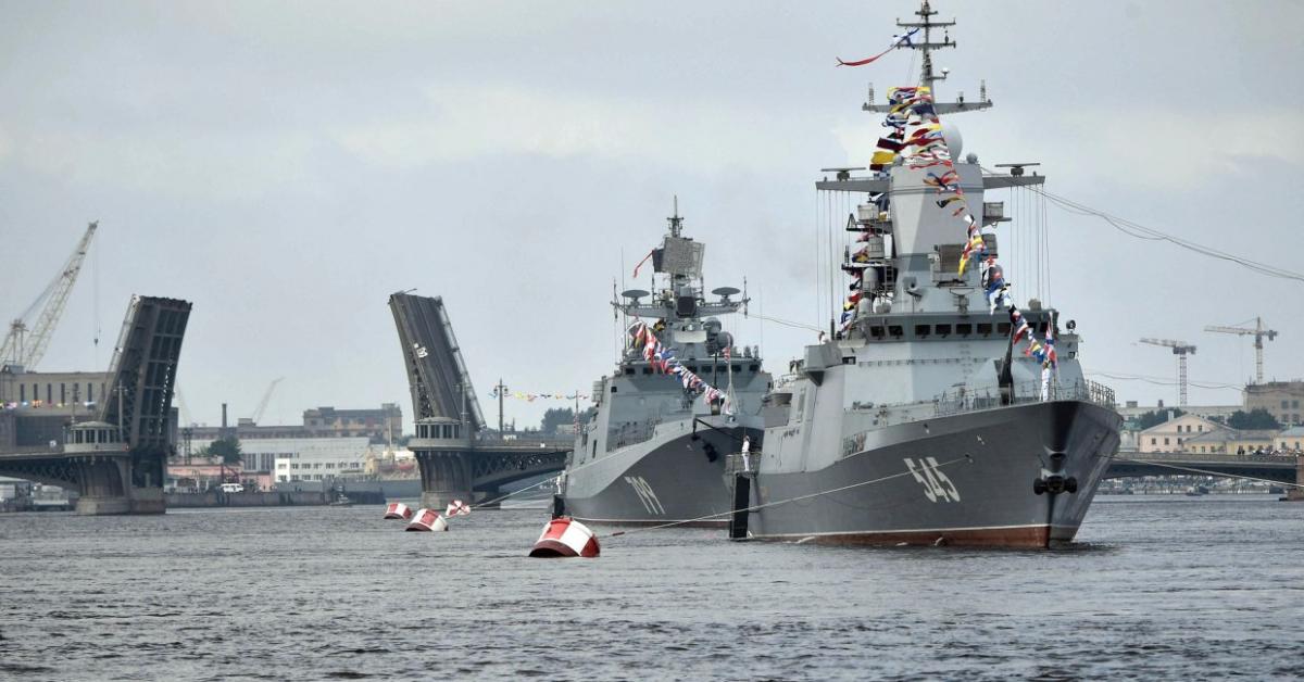 В Петербурге завершился парад ко Дню ВМФ