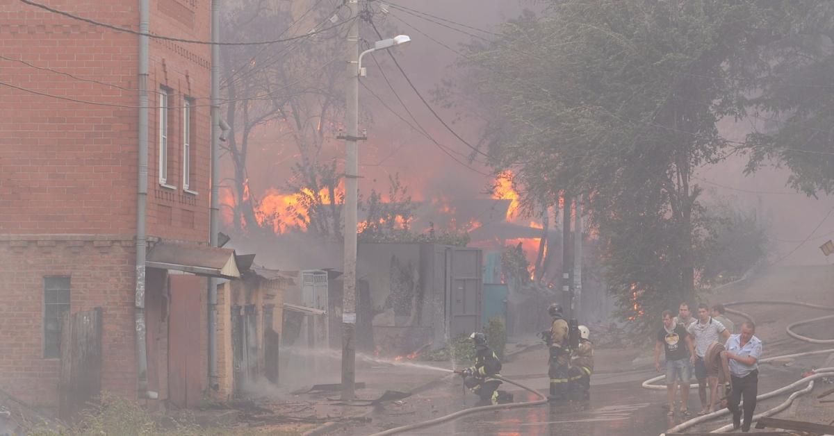 В Ростове-на-Дону из-за крупного пожара введен режим ЧС