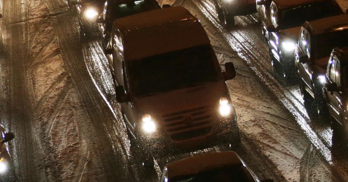 В Москве сохраняются опасные погодные условия для автомобилистов