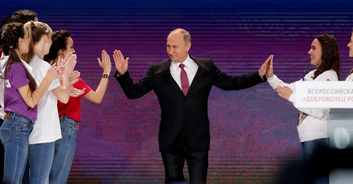 Более 10 тысяч россиян хотят стать волонтерами в предвыборном штабе Путина