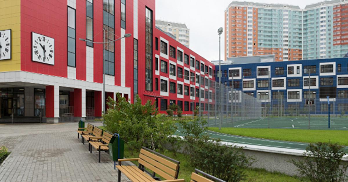 В Москве построили около 300 школ и детских садов