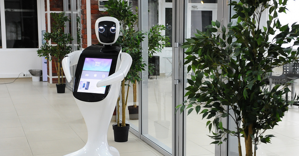 Дружелюбный робот поможет людям в навигации