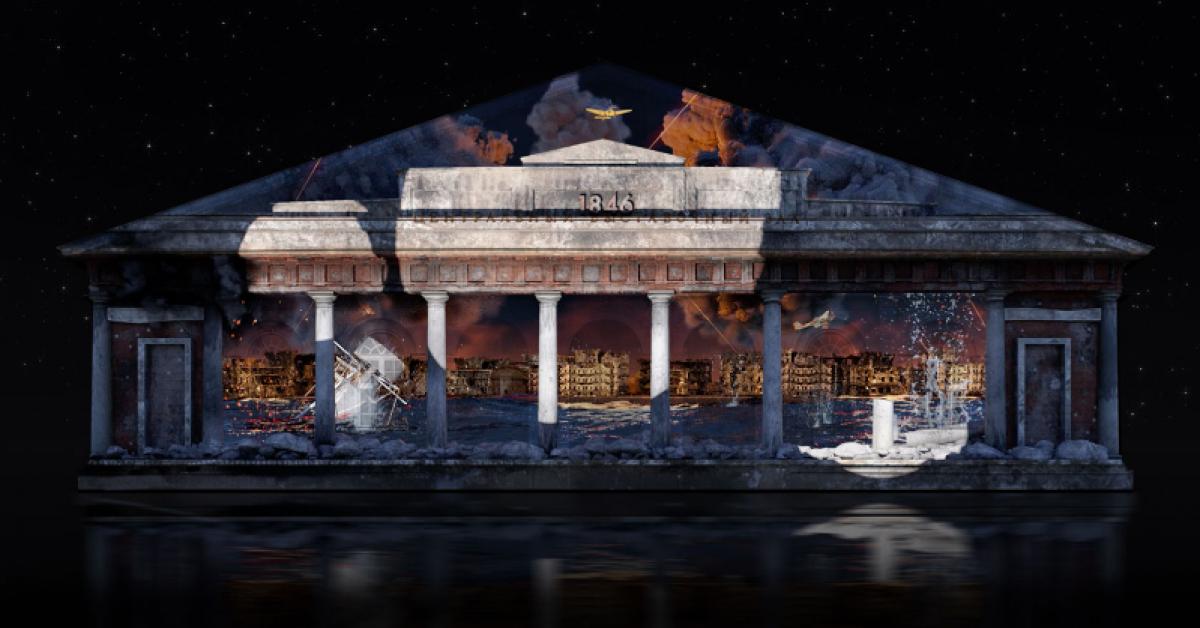 На фасаде столичного Манежа показывают световые мини-фильмы о войне