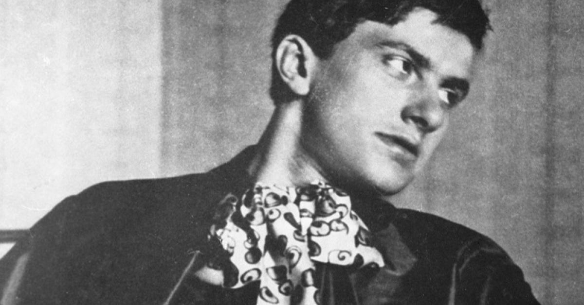 Владимиру Маяковскому - 125 лет. Куда пойти, чтобы узнать о поэте больше?