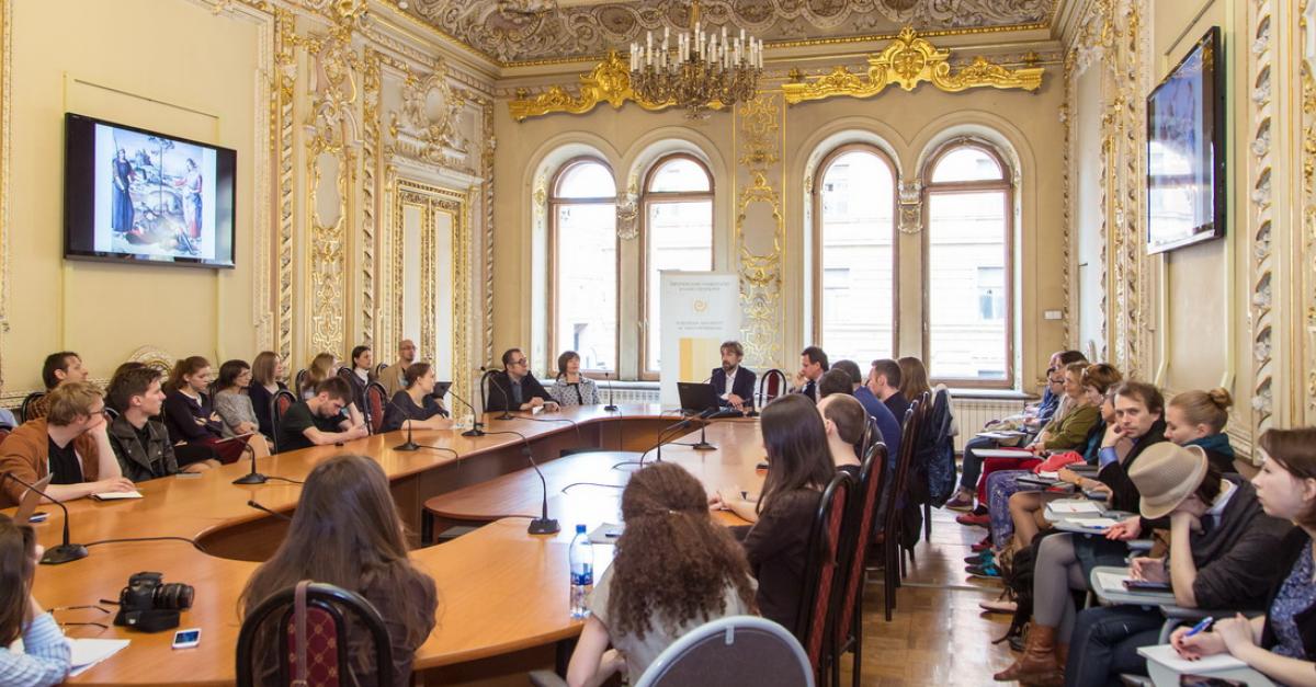 Европейский университет возобновляет свою работу