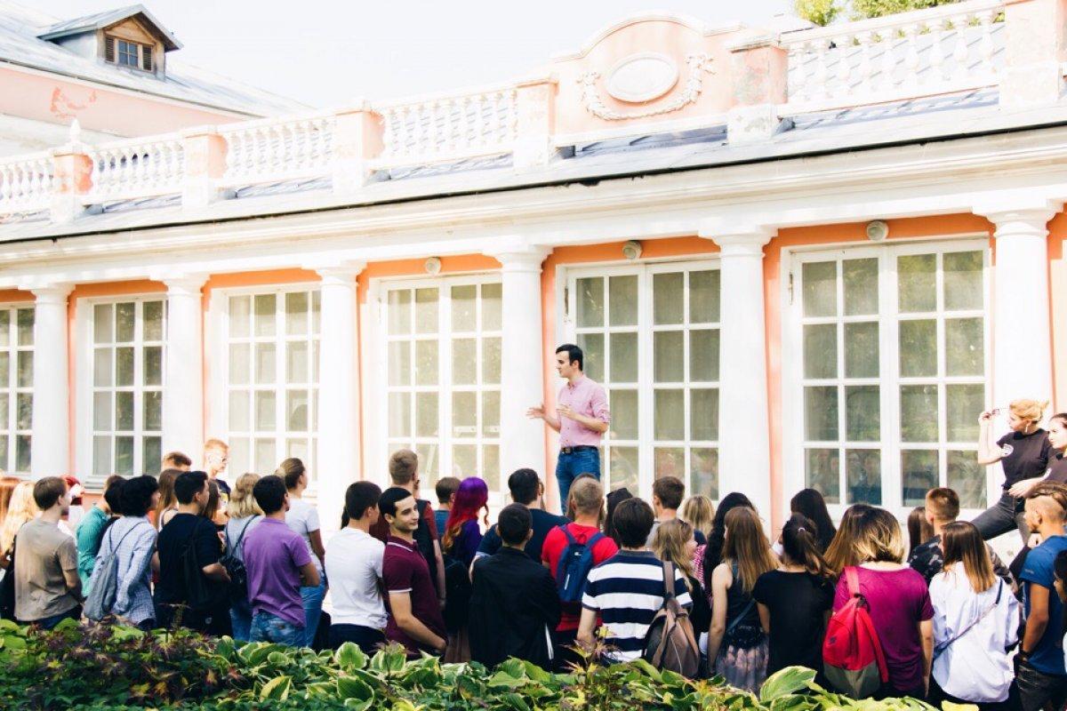 Вчера в Воронцовском парке прошёл фестиваль первокурсников. Для гостей мероприятия работали 7 площадок с мастер-классами, играми, соревнованиями. И даже был квест! Если пропустили, не беда, мы сохранили самые яркие моменты в сториз