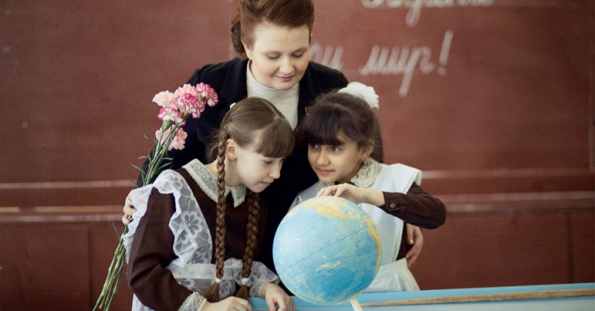 Как правильно поздравить учителя?