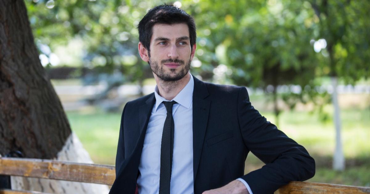 Умный и красивый: чеченский учитель получил престижную премию