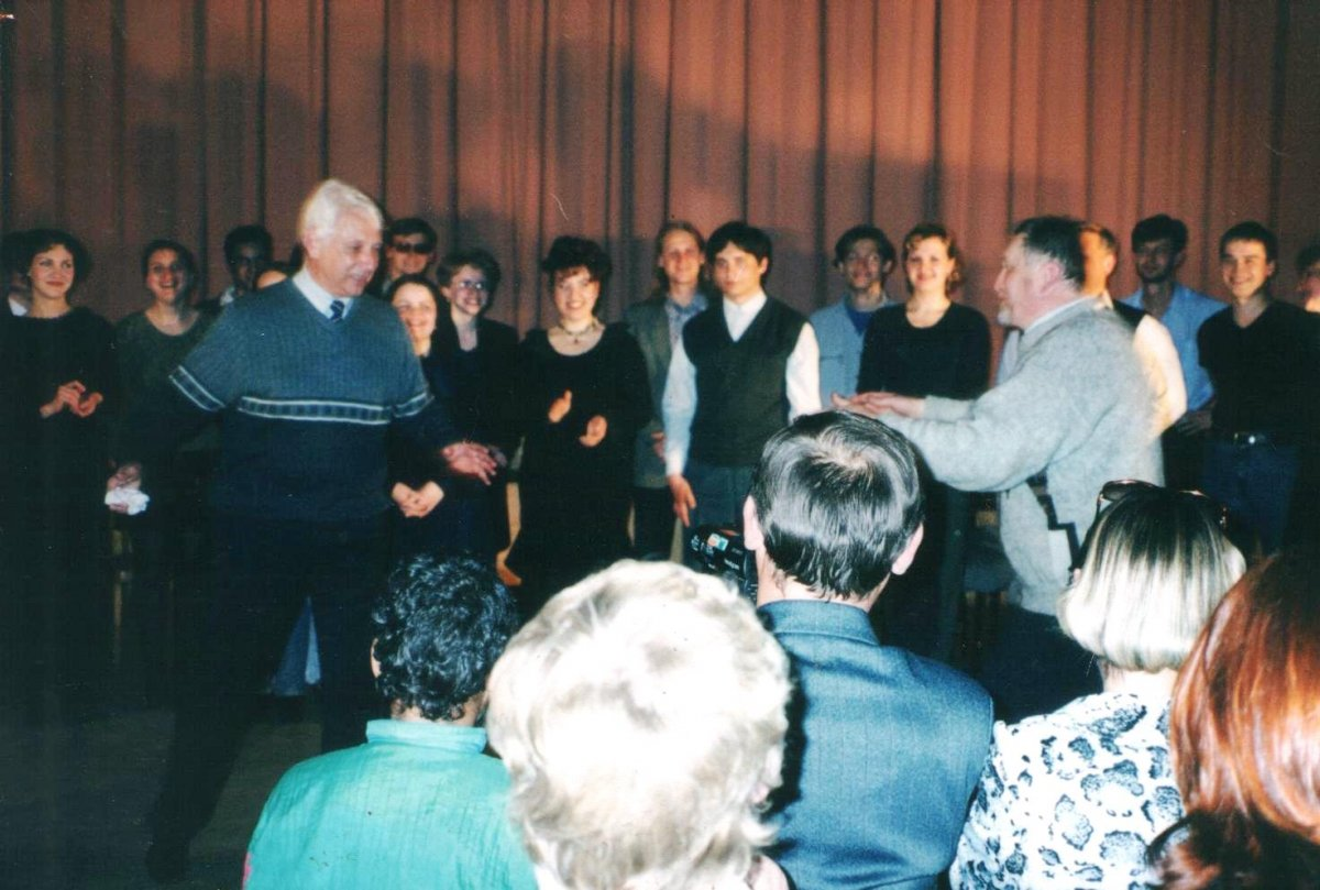 10 декабря 2018 года Художественному руководителю Академии хорового искусства, Народному артисту, профессору, руководителю Большого детского хора радио и телевидения Виктору Сергеевичу Попову было бы 84 года.