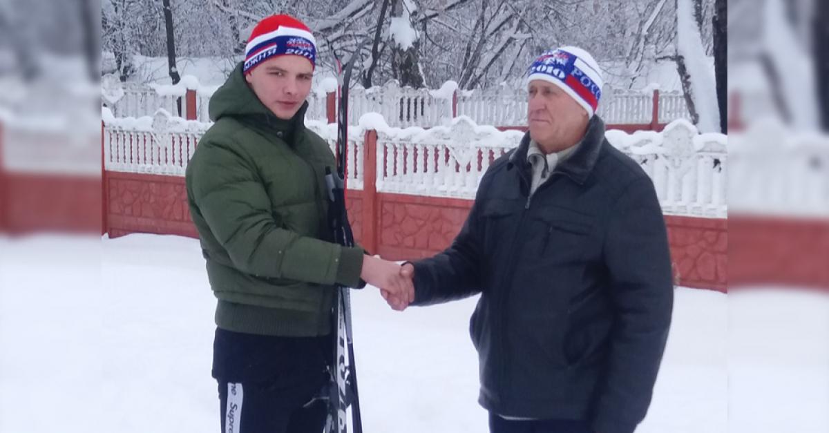 Школьник прошел 25 км на лыжах в подарок учителю