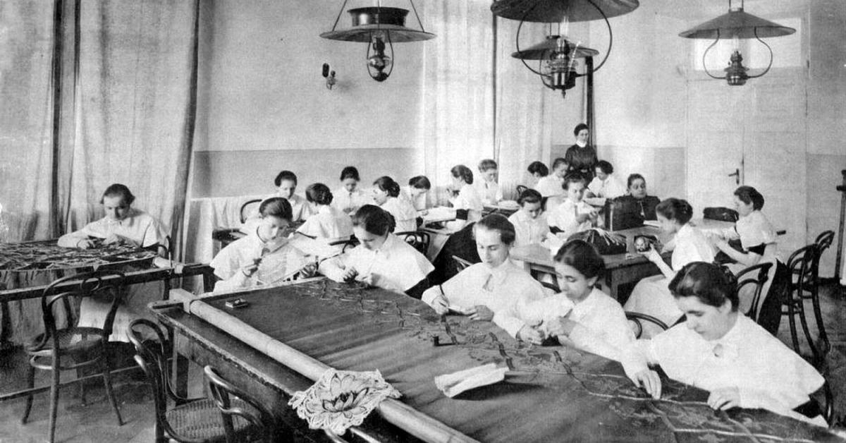 Идея дня: открыть институт благородных девиц