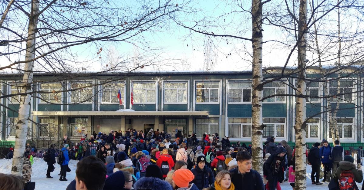 В Москве и Питере массово эвакуируют школы и больницы