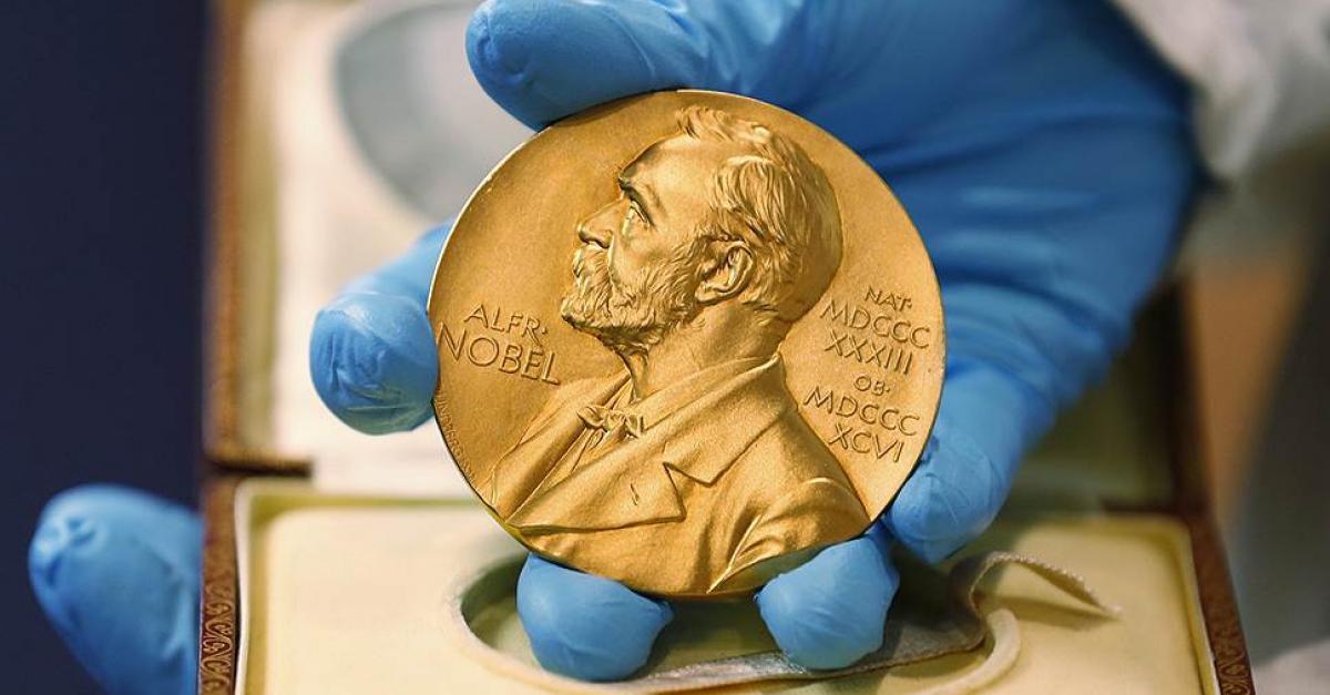 Нобелевскую премию по литературе в этом году вручат дважды