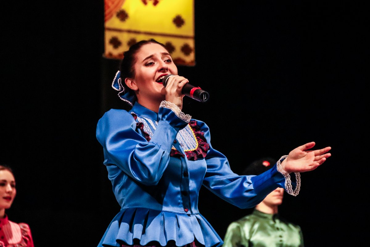 14 марта в КТЦ «Феникс» состоялся концерт солистов ансамбля народной музыки и танца ВСГИК «Сибирский сувенир»