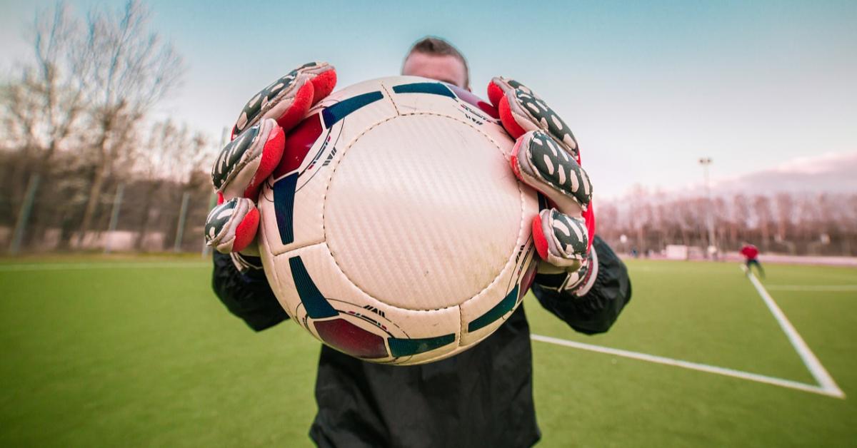 Акинфеев помог создать учебник по футболу
