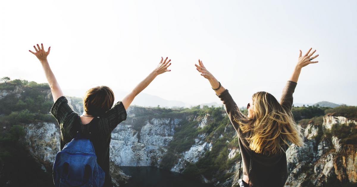Подростковая дружба влияет на романтические отношения