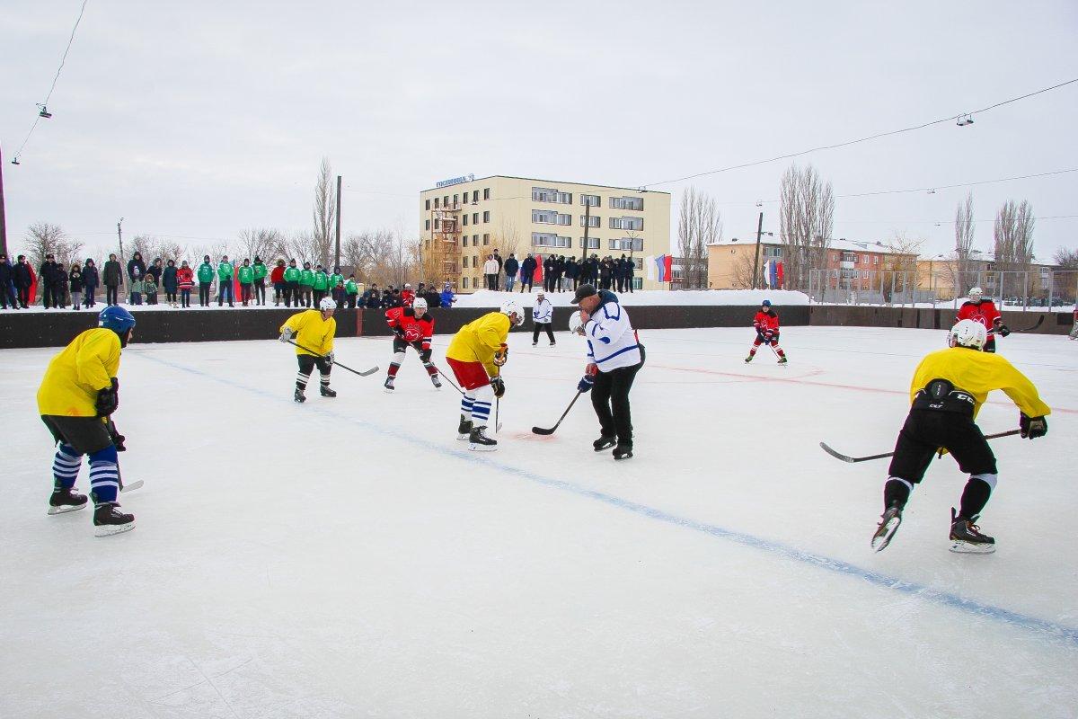 16.02.19 на территории училища прошли соревнования по хоккею, в которых приняли участие команды: