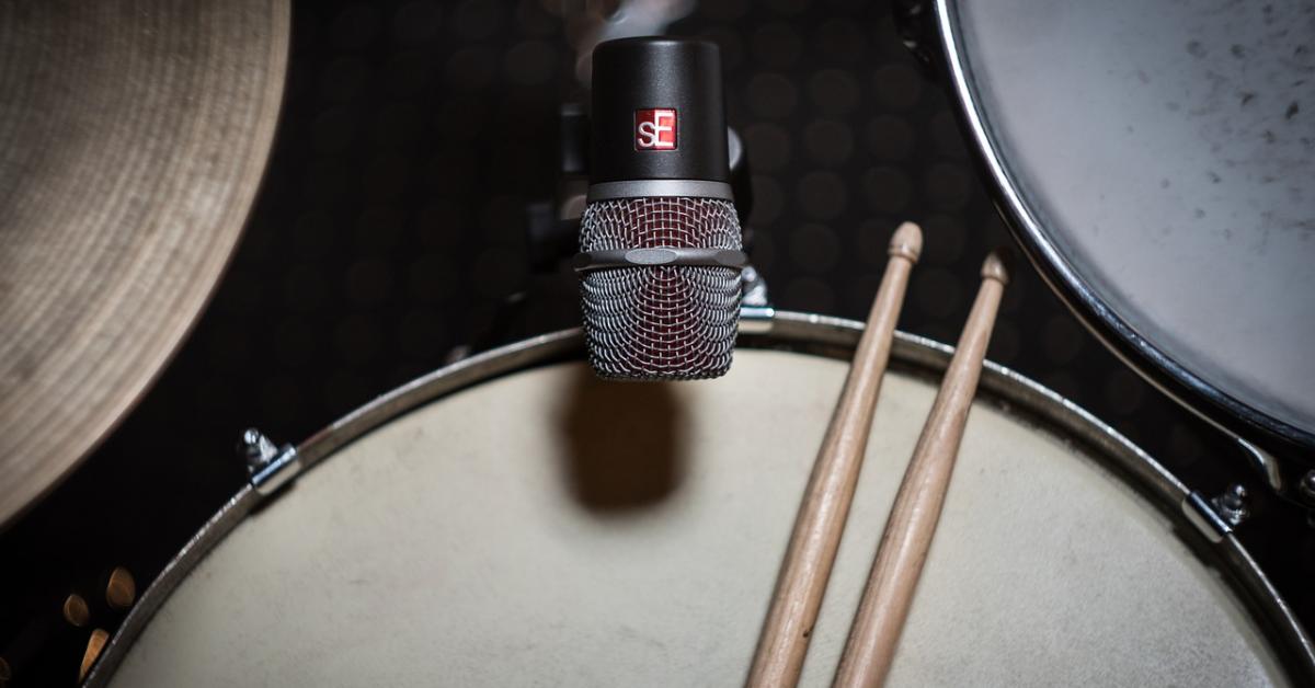 Нейросеть добавляет в музыку барабанные партии