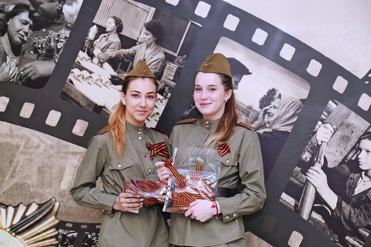 В канун празднования 74-ой годовщины Победы в Великой Отечественной войне сотрудники и студенты ВГУЭС поздравляли ветеранов, работавших в университете