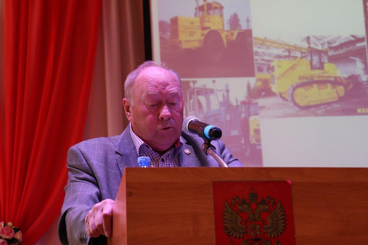 17 мая в Княгининском университете состоялась публичная лекция «Из истории сельской механики», которую прочитал Вячеслав Николаевич Гальянов, за спиной он имеет общий трудовой стаж более 50 лет. Сегодня он своим опытом делится с молодежью.