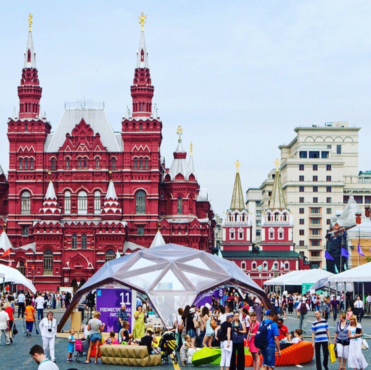 1 июня в Москве на Красной площади стартует V книжный фестиваль. Грандиозный литературный праздник объединит писателей