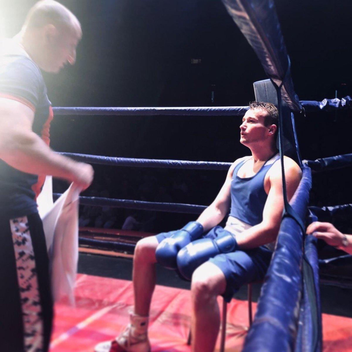 Студенты академии Глеб Голик и Владимир Родионов одержали победу в матчевой встрече по боксу в Великом Новгороде