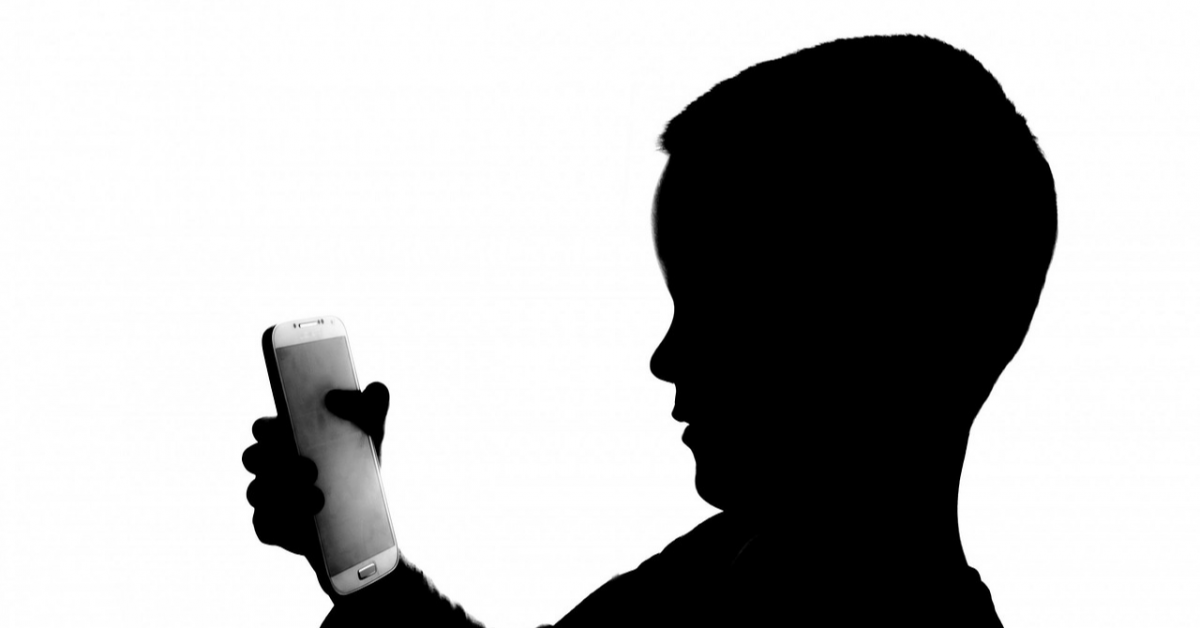 Матвиенко предлагает запретить мобильные телефоны в школах