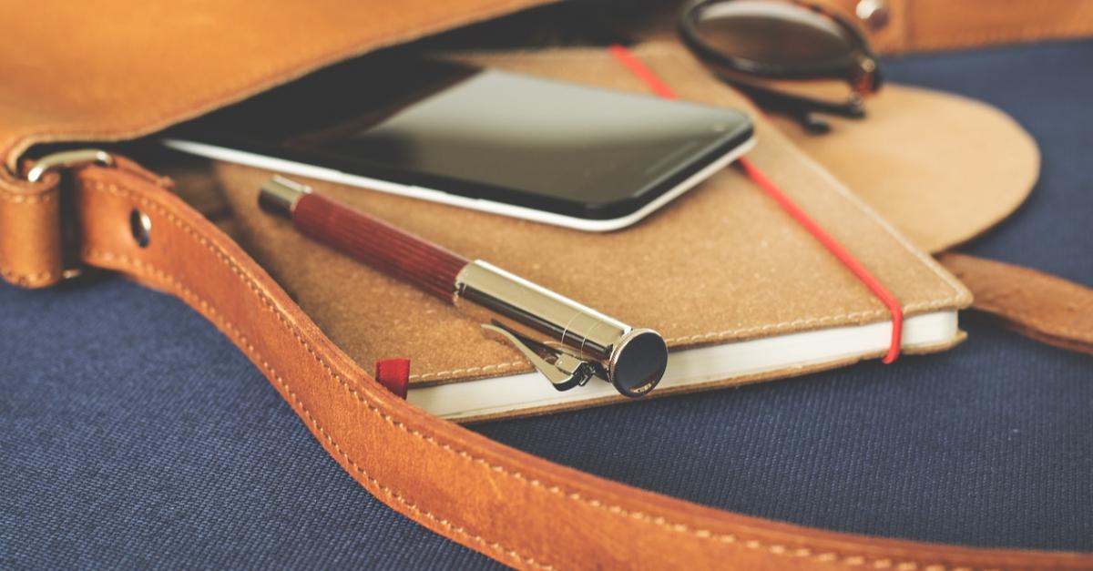 Родители и детский омбудсмен о запрете на мобильные в школах