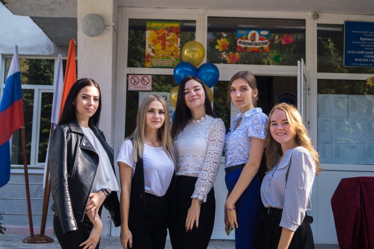 2 сентября 2019 года в Брянском филиале РЭУ им. Г.В.Плеханова прошла торжественная линейка, посвященная Дню Знаний и началу учебного года. 😍📖📚