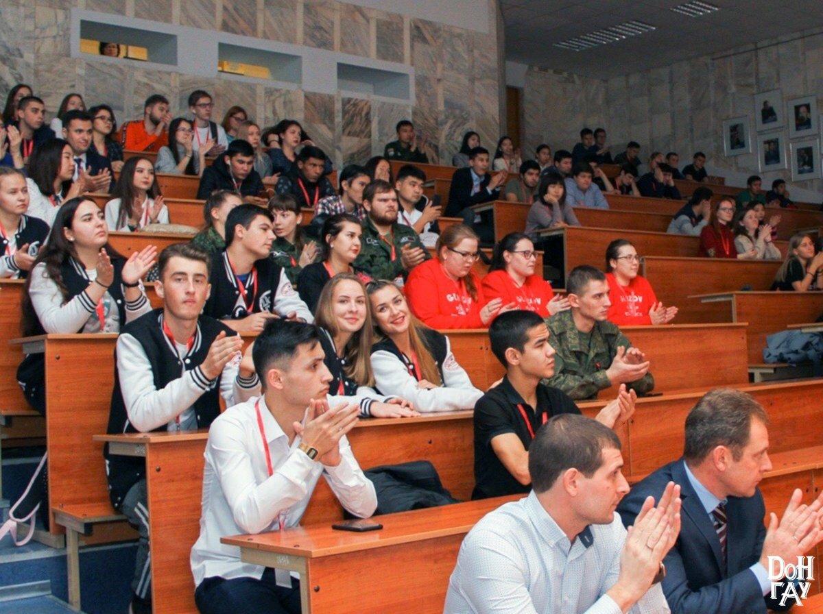 С 14 по 17 ноября в городе-герое Волгоград состоялся Всероссийский патриотический форум «Связь Времён», в котором приняли участитие активисты студенческого отряда Анны Есековой.