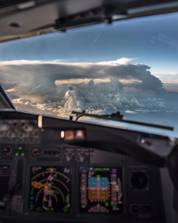 С Международным днём гражданской авиации! Высокой безопасности в работе, бравых полётов и непременного успеха в достижении поставленных целей✈