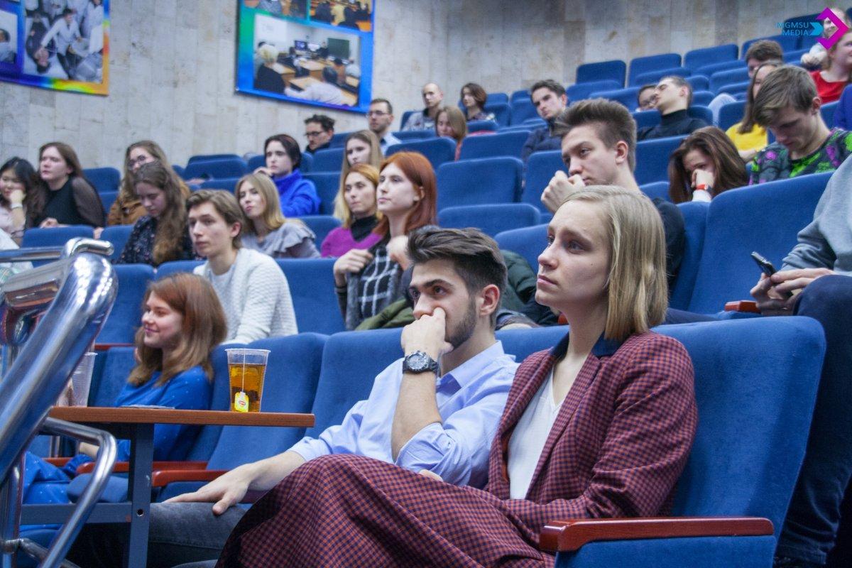 6 декабря прошёл первый межвузовский «поэтический вечер», в котором приняли участие желающие студенты и творческие коллективы медицинских вузов Москвы ✨