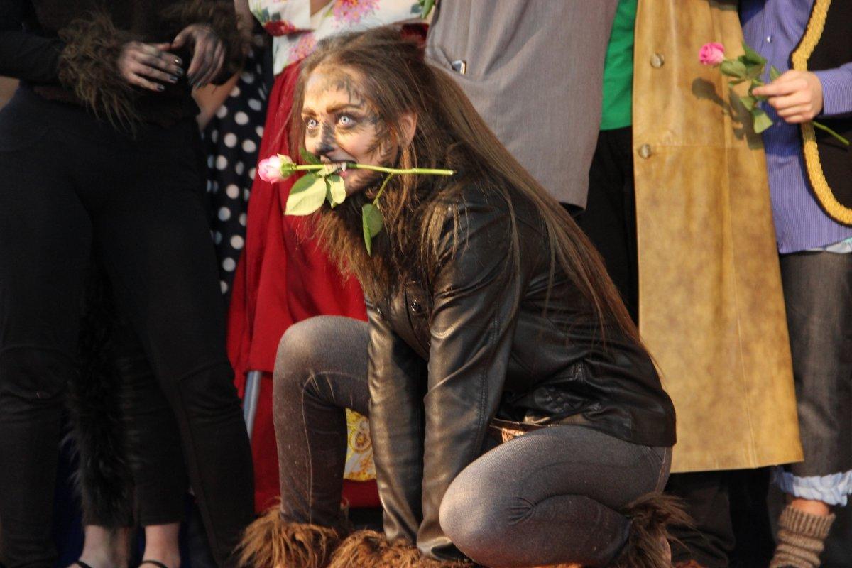 Театр мюзикла нашего университета подарил своим поклонникам настоящий праздник — в самый канун Нового года состоялась новая премьера! Больше года прошло с момента пресс-релиза «Формулы любви»