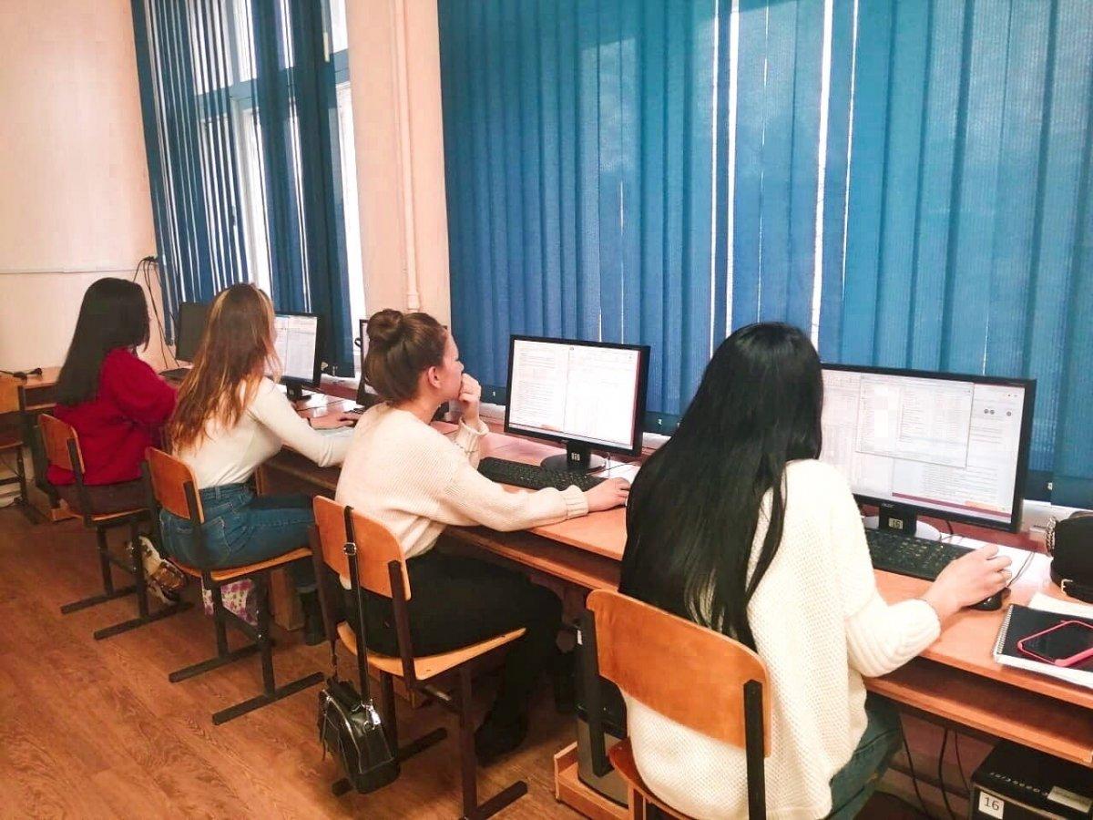 В нашей академии студенты обучаются как на очном отделении, так и на заочном. И сейчас у студентов заочного отделения наступил период сессии