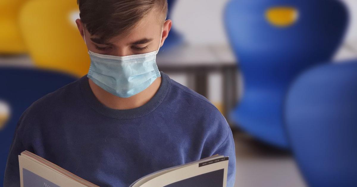 Роспотребнадзор: студенты в новом учебном году будут учиться в масках