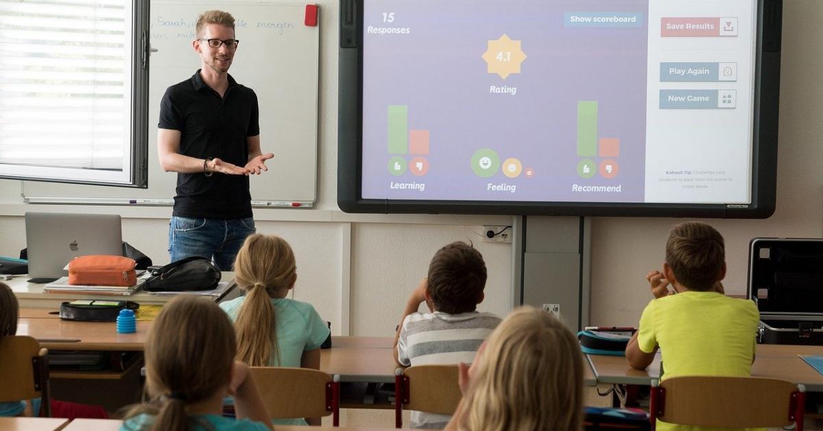 Минпросвещения: дистант не заменит очное обучение в школах