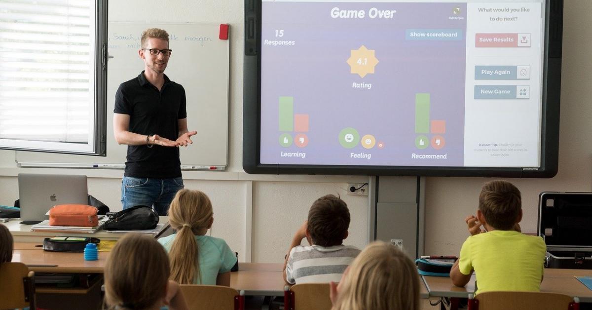 Московские учителя получают в среднем 118 тысяч рублей