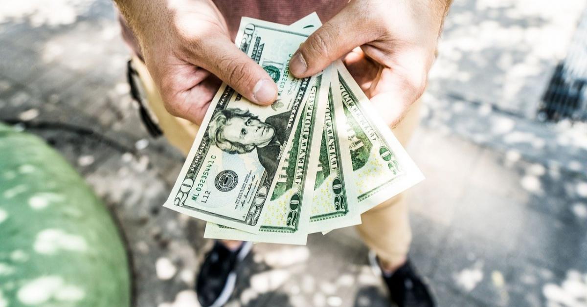 «Народный фронт»: счета подростков должны контролировать родители